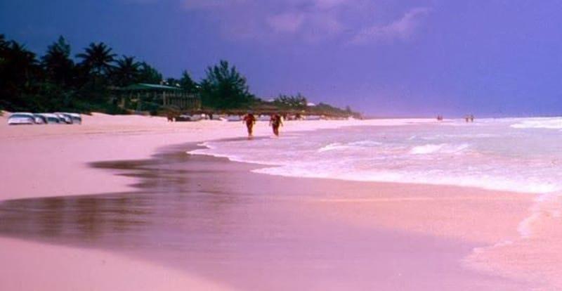 Spiaggia di Sabbia Rosa di Tikeau,